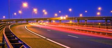 Autostrada alla notte Fotografie Stock Libere da Diritti