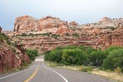 Autostrada bieg przez Uroczystego schody w Escalante Krajowego zabytku Utah usa Zdjęcie Royalty Free