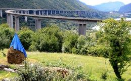 Autostrada de Alemagna, dos caminos que se encuentran, Italia Foto de archivo libre de regalías