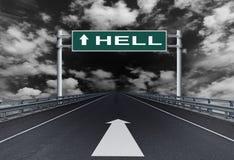 Autostrada diritta con un inferno del testo sul segnale stradale fotografia stock libera da diritti