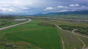 Autostrada Halna dolina w Gruzja widok z lotu ptaka zdjęcie wideo