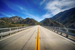 Autostrada most w Kalifornia pustkowiu zdjęcie stock