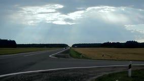 Autostrada na mrocznym czasie. zbiory wideo
