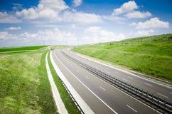 Autostrada na pogodnym krajobrazie Obrazy Stock