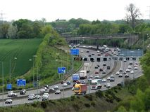 Autostrada orbitale di M25 Londra vicino alla giunzione 17, Chorleywood, Hertfordshire, Regno Unito immagine stock libera da diritti