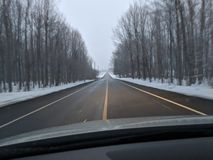 Autostrada podczas zimy przejażdżki obraz royalty free