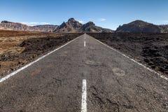 Autostrada przez lawowego pola Fotografia Stock