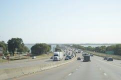 Autostrada ruch drogowy Dallas Fort Worth, Teksas zdjęcia royalty free