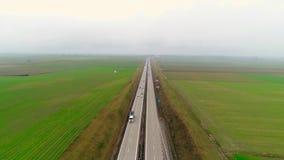 Autostrada ruch drogowy samochód i ciężarówka powietrzny wideo truteń zdjęcie wideo