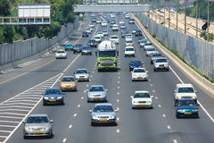 Autostrada ruch drogowy. Tel Aviv, Izrael. Zdjęcia Stock