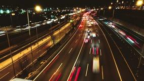 Autostrada ruchu drogowego samochodów jeżdżenia czasu upływ przy Wieloskładnikowym pasa ruchu żużlem zbiory