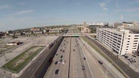Autostrada senza pedaggio dell'antenna di Detroit stock footage