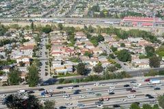 Autostrada senza pedaggio 5 e città da uno stato all'altro di LA Fotografia Stock