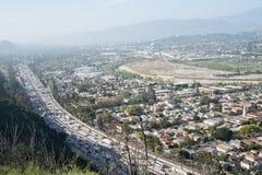 Autostrada senza pedaggio 5 e città da uno stato all'altro di LA Immagine Stock