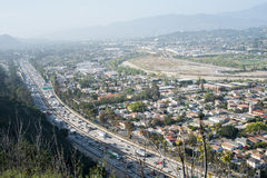 Autostrada senza pedaggio 5 e città da uno stato all'altro di LA Fotografia Stock Libera da Diritti