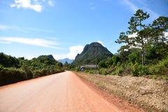 Autostrada senza pedaggio nell'area selvaggia, autostrada in campagna Fotografie Stock Libere da Diritti