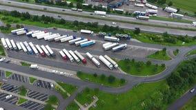 Autostrada spoczynkowy teren i ciężarówka parking zbiory wideo