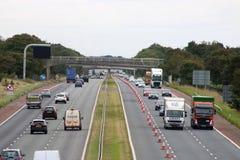 Autostrada vicino a Scorton, Lancashire di traffico pesante M6 immagini stock libere da diritti