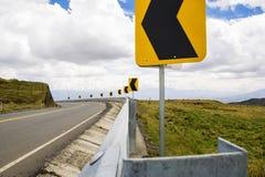 Autostrada w górach z niebieskim niebem Obrazy Stock