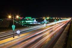 Autostrada w muszkacie przy nocą, Oman Obraz Royalty Free