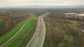 Autostrada z niskim ruchem drogowym zbiory wideo