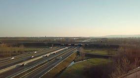 Autostrada z niskim ruchem drogowym