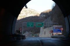 Autostrada znak L ` Aquila Teramo i Tornimparte, Włochy obraz stock