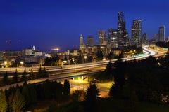 Autostrade senza pedaggio di Seattle, Dawn Twilight, U.S.A. Immagine Stock Libera da Diritti