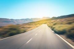 Autostrady droga w pustynia krajobrazie, ruch plama Zdjęcie Stock