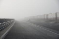 Autostrady mgła obrazy royalty free