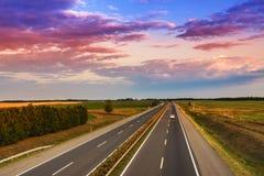 Autostrady ruch drogowy na letnim dniu Zdjęcie Stock