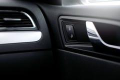 Autotürgriffe und elektrisches Detail, zentrale Blockierung Stockbild