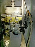 Autotürschlossmechanismus, elektrisch-pneumatisch, umfasst mit Staub lizenzfreie stockfotografie