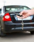 Autotaste mit Fernsteuerungs in der Hand Lizenzfreie Stockbilder