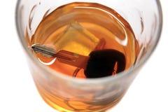 Autotasten im Whiskyglas Lizenzfreies Stockbild