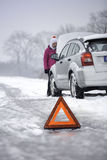 Autotekort in wintertijd stock foto
