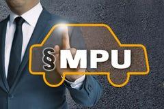 Autotouchscreen van MPU wordt in werking gesteld door zakenmanconcept royalty-vrije stock afbeelding