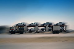 Autotransporter op de weg Royalty-vrije Stock Foto's