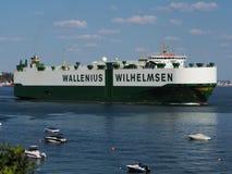 Autotransportwagen Lopend aan Overzees stock afbeelding