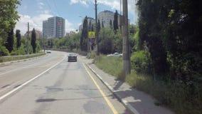 Autotravel夏天南克里米亚 穿过市的路雅尔塔 影视素材
