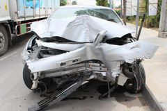 Autounfall auf der Straße Stockfotografie