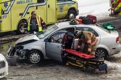 Autounfall herein verursacht durch schlechte Beschilderung am Schnitt lang Stockfotos