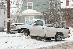 Autounfall im Schnee Stockbild