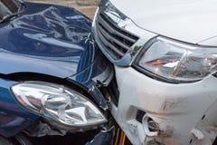 Autounfall vom Autounfall auf der Straße Lizenzfreie Stockfotos