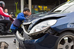 Autounfall vom Autounfall auf der Straße Stockbild