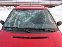 Autounfall - vorderes Fenster gebrochen Stockbild