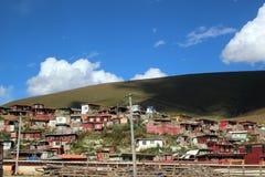 Autour du Yarchen Gar Yaqen Orgyan Temple dans Amdo Thibet, Chin images stock