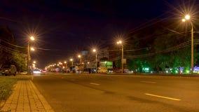 Autoverkeer in de nachtstad stock videobeelden