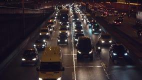 Autoverkeer op de weg stock videobeelden