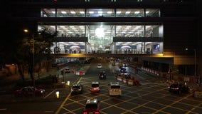 Autoverkehr an der Hauptverkehrszeit im zentralen Bezirk von Hong Kong stock video footage